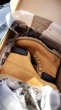 pair of brown Timberland work boots in box Mobile, 36617