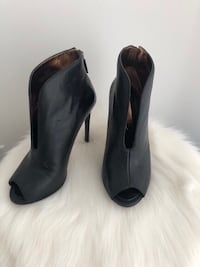 VERO CUOIO BY BCBG MAXAZRIA OPEN TOE HEELS - SOULIERS - SIZE 7 Laval, H7P 1Z7