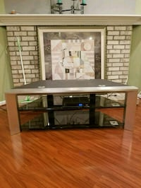 Selling a nice TV stand in perfect condition! 19 mi
