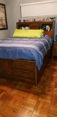 Platform bed with night stand. Queen size. Not Mattress included  Metairie, 70003