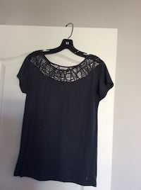 Woman's top size medium. Pickup only  Laval, H7X 3R8