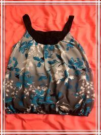 Wrapper Blue and white floral shirt 32 km