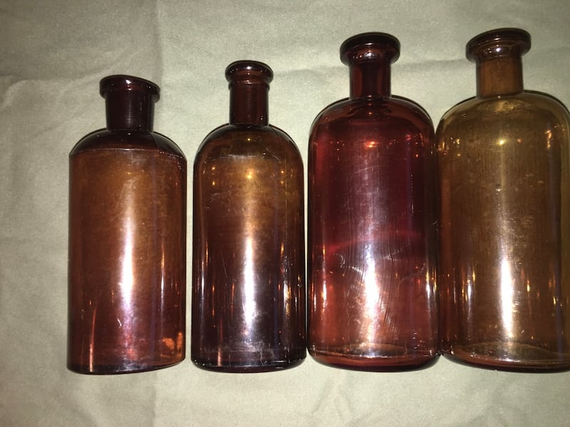 Eight antique amber apothecary bottles, various sizes. Price reduced for last time   5726400f-53e7-445c-9394-44c897678dfd