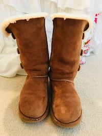 pair of brown sheepskin boots Sterling, 20165