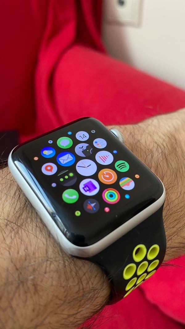 Apple Watch 3 Nike Series (42 mm) + 2 Kordon caff93d6-4722-484b-829f-c653a3b66bca