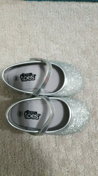 Brand New size 4W baby shoes