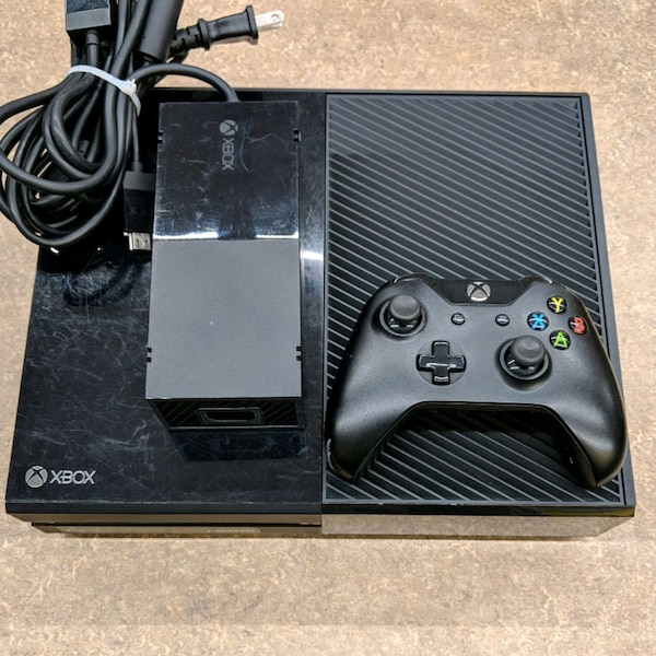 XBox One 500GB with 1 Controller Black