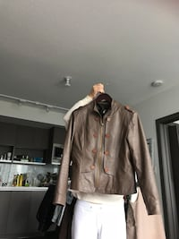 Brown real leather buttoned bomber jacket 温哥华, V6Z 3G7
