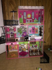 pink and green doll house Mobile, 36605
