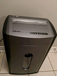 Fellowes paper shredder with disk and card shredde Niagara-on-the-Lake, L0S 1J0