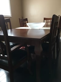 Wood dinning table barely used Markham, L3T 7B9