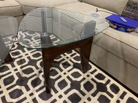 Coffe table with two end table and carpet Herndon, 20170