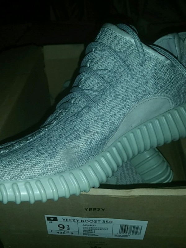 6aabeb2799f2d Used unpaired gray Adidas Yeezy Boost 350 for sale in Riverview - letgo