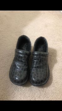 pair of black leather slip on shoes Annandale, 22003