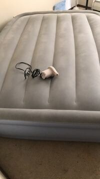 Inflatable bed with pump Су-Фоллс, 57104