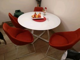 "48""white glass table & 4chairs"