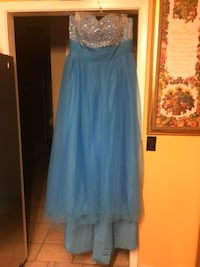 women's blue prom dress fit size 18-20.  Paid over $200 but asking $50 because it needs to be dry cleaned. Jackson, 39212