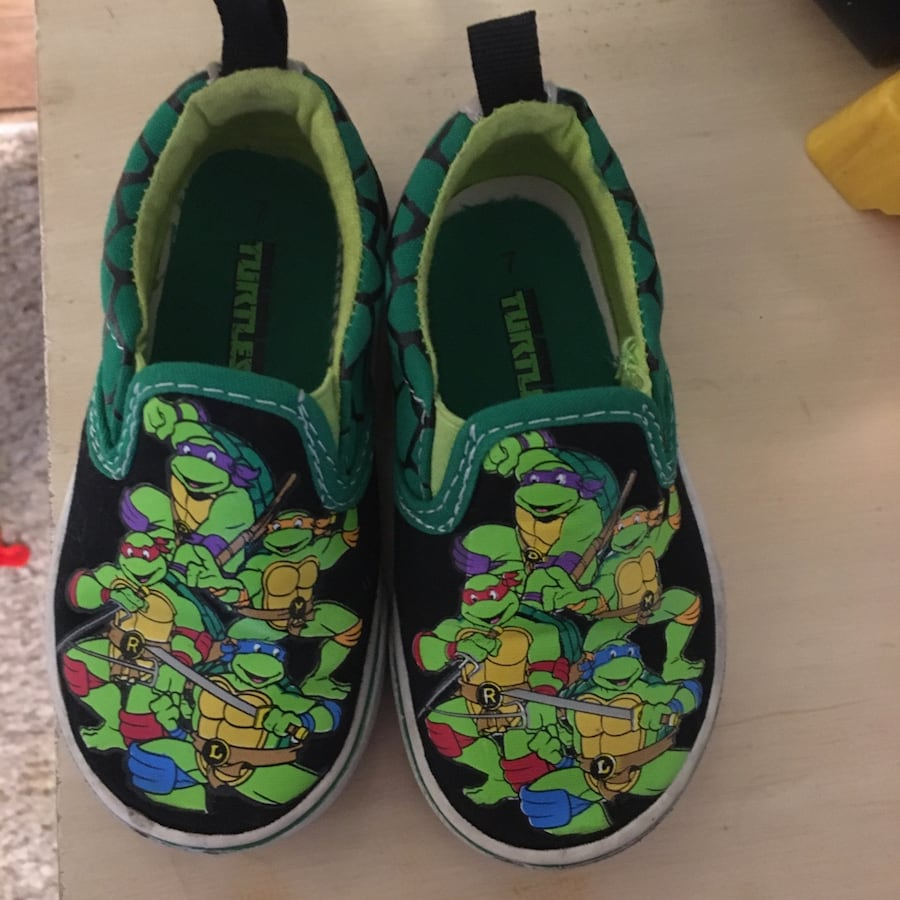 Practically new TMNT boys shoes