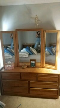 Beautiful Dresser with mirror and side cabinets  Laurel, 20723