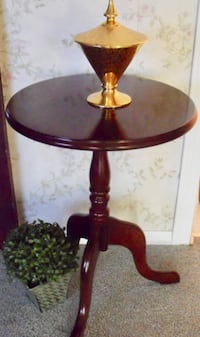 1991 Bombay  Side Table Surrey