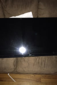 40 inch tv with wall mount New York, 11379
