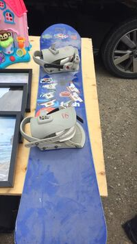 White and blue snowboard with bindings Guelph/Eramosa, N1H 6J1