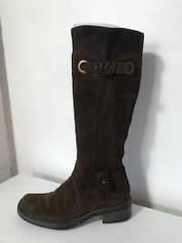 Brown suede boots. Aquatalia. 6,5 223 mi