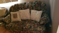 brown and black floral loveseat Montreal, H1P 1J2