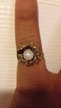 silver and white pearl ring Fresno, 93722