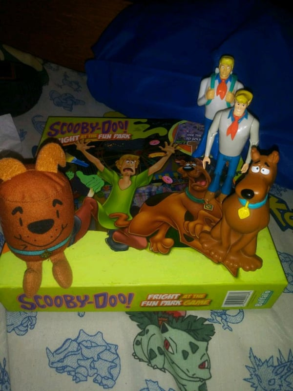 Scooby doo toys and board game b0ec72e4-ef90-4b6f-bc01-3a1be7f25c19