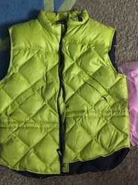 green zip-up bubble vest Falls Church, 22042