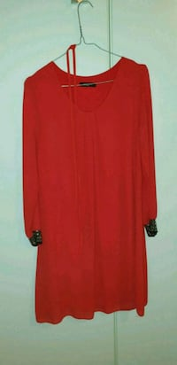 Robe rouge taille M 6400 km