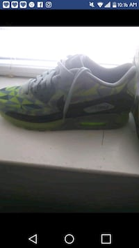 unpaired green and gray Nike Air Max shoe Philadelphia, 19111