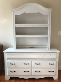 Dresser + Hutch (two pieces) 44 km