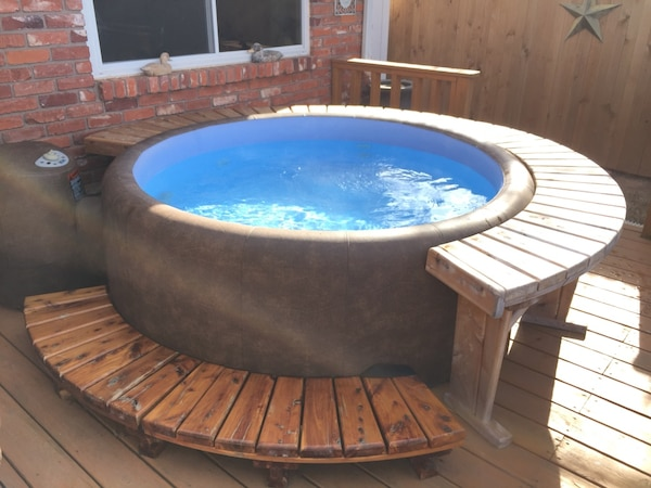 Used Softub T300 6 Person Portable Hot Tub For Sale In Bethany Letgo