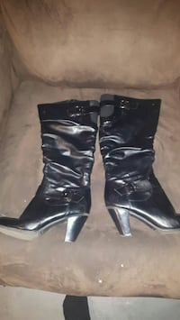 pair of black leather heeled boots 2671 km
