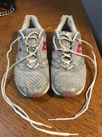 pair of gray-and-white running shoes Dearborn Heights, 48127