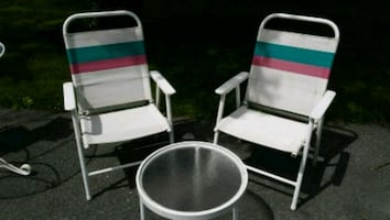 Folding Patio Chairs w Accent Glass Table