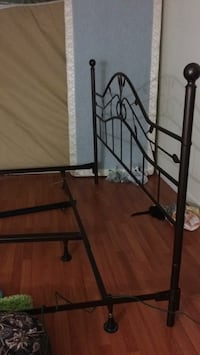 King size   Bed frame great Condation   Burnaby, V3N 4J7