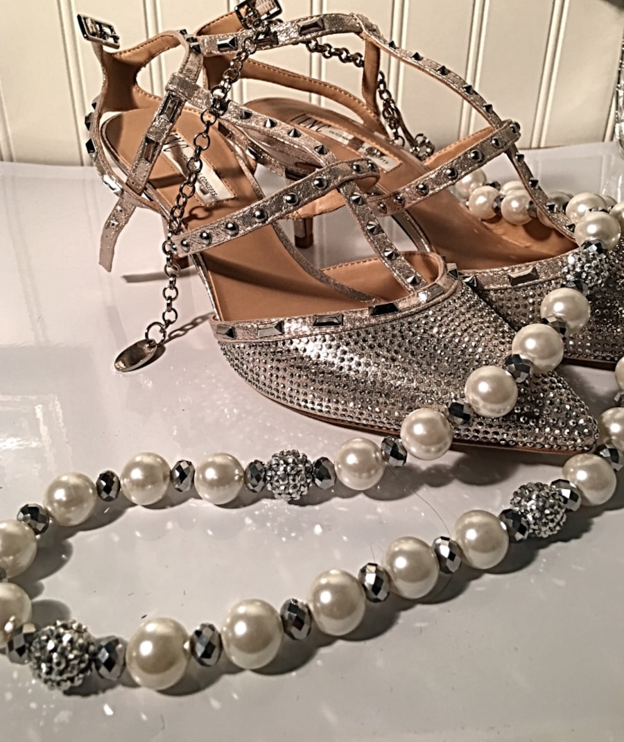 white and silver pearl necklace - North Highlands