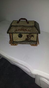 gray and brown wooden box Saint Louis, 63116