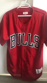 red Chicago Bulls buttoned-up jersey
