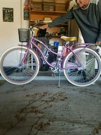 Cool Vintage Unisex Huffy Cruiser. Great condition. Basket and rack.  Las Vegas
