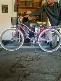 Cool Vintage Unisex Huffy Cruiser. Great condition. Basket and rack.