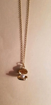 Gold shell necklace with pearl  Salt Lake City, 84109
