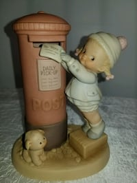 Memories of Yesterday Figurine. (No box) East Patchogue, 11772