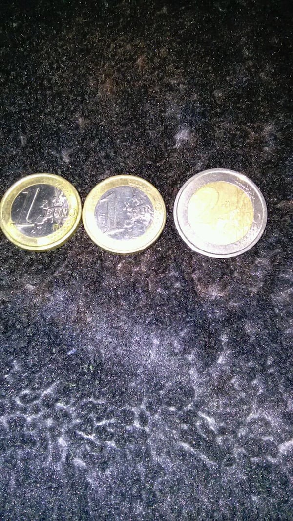 1 and 2 EURO COINS 4d11984c-2c6e-42b7-914f-1c56fb4530e3