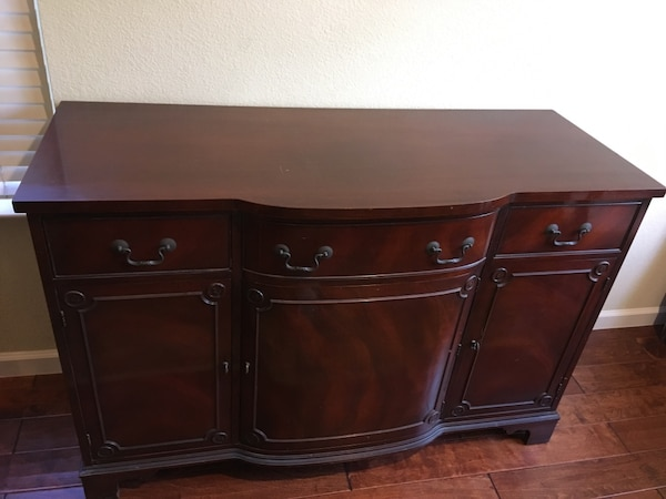 Used Duncan Phyfe Style Mahogany Sideboard By Morganton Furniture