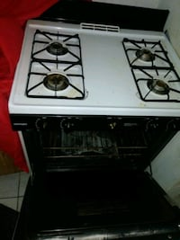 Large Used Stove.. Gas...  Brooklyn, 11226
