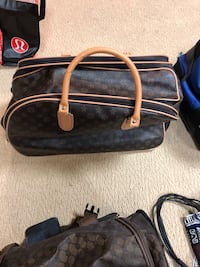 Brown small suitcase Bloomfield Hills, 48302